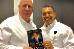 image-of-happy-client-of-daniel-gomez-speaker-in-san-antonio-best-seller-and-confidence-coach
