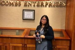 image-of-happy-client-of-daniel-gomez-speaker-in-san-antonio-best-seller-and-motivator